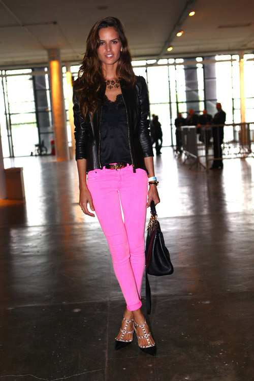 la-modella-mafia-Model-Off-Duty-street-style-Izabel-Goulart-in-neon-hot-pink-skinny-cuffed-jeans-with-studded-Valentino-heels