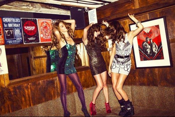 MINKPINK-x-Urban-Outfitters-Holiday-2012-Campaign-16-600x401