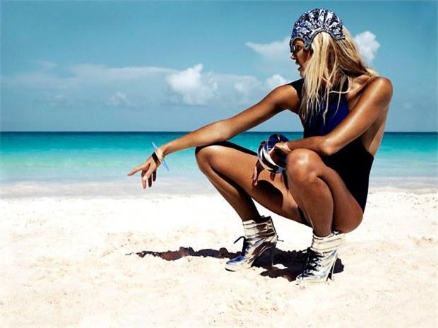 Elle-MacPherson-Vanity-Fair-Aug-2012.2