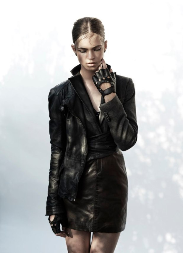 the-libertibe-magazine-la-giacca-black-leather-jacket-robin-holzken-by-sharon-mor-yosef-winter-2012-6
