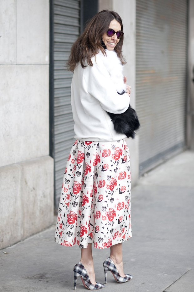 viviana-volpicella-pfw-fall-2013-streetstyle-floral-maxi-skirt-plaid-pumps