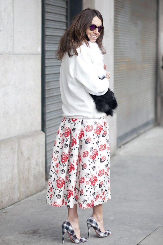 viviana-volpicella-pfw-fall-2013-streetstyle-floral-maxi-skirt-plaid-pumps
