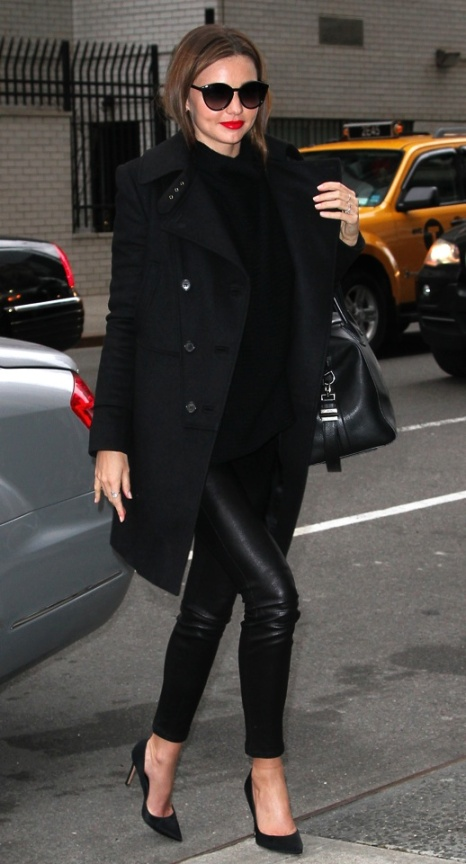 la-modella-mafia-Miranda-Kerr-in-all-black-everything-street-style-with-red-lips