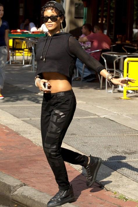 Rihanna-Vogue-15Aug13-Rex_b_592x888_1