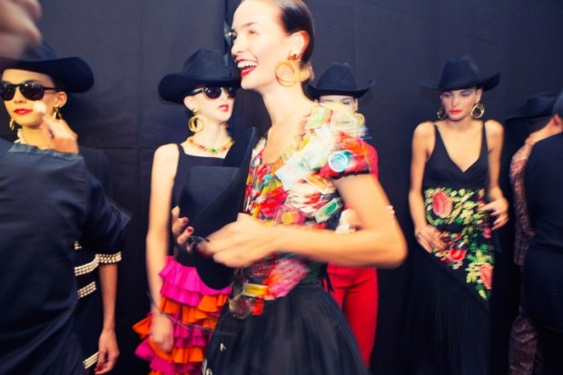 moschino-rtw-ss2014-backstage-05_204604274964.jpg_carousel_parties
