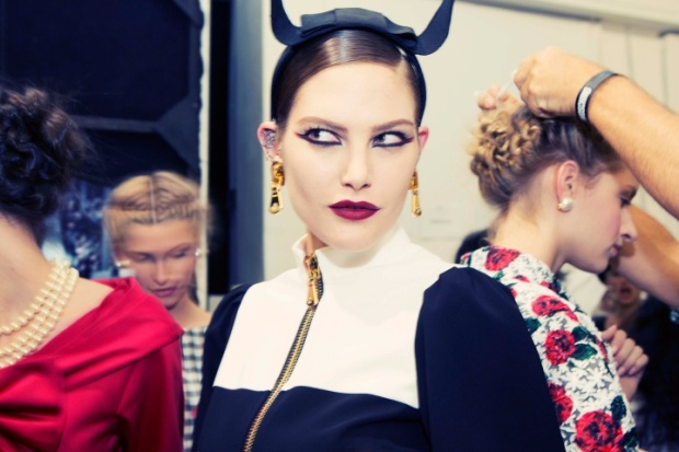 moschino-rtw-ss2014-backstage-08_204606146060.jpg_carousel_parties