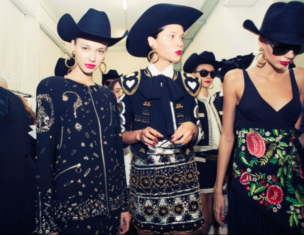 moschino-rtw-ss2014-backstage-13_204610629112.jpg_carousel_parties
