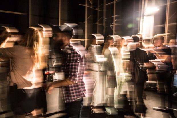 roberto-cavalli-rtw-ss2014-backstage-16_120057985848.jpg_carousel_parties