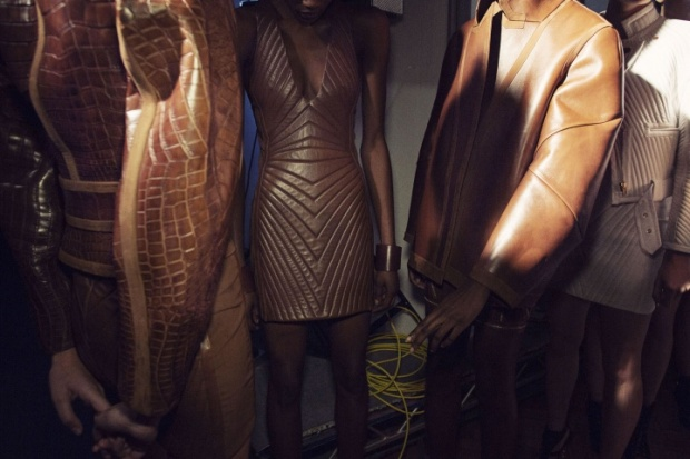 tom-ford-rtw-ss2014-backstage-14_213121905957.jpg_carousel_parties