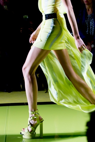 versace-rtw-ss2014-backstage-02_184330317593.jpg_carousel_parties