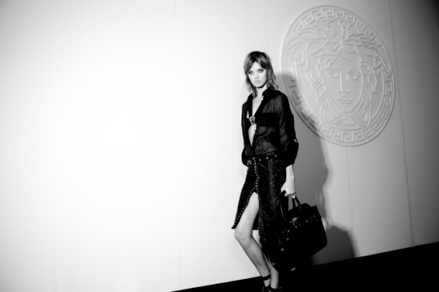 versace-rtw-ss2014-backstage-04_184332802353.jpg_carousel_parties