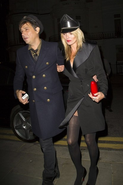 Kate-Moss-Jamie-Hince-Vogue-17Sept13-PCN_b_592x888