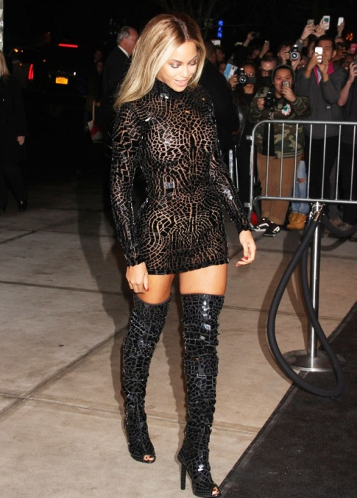 la-modella-mafia-Beyonce-red-carpet-chic-in-a-Spring-2014-Tom-Ford-mini-dress-and-thigh-high-boots-1-