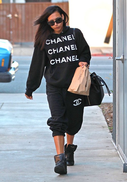 Naya Rivera Getting Some To-Go Food At Chipotle