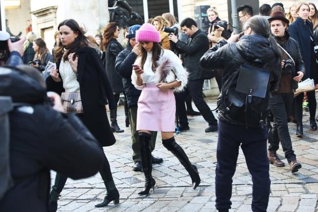 london-street-style-rosa-cappello-stivali_hg_temp2_m_full_l
