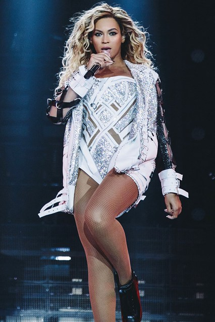 Beyonce-Vogue-24Feb14-Rex_b_426x639