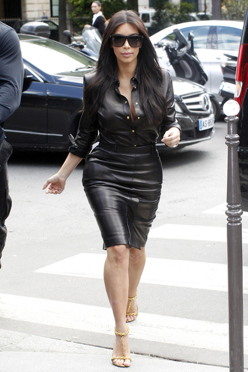 Kim Kardashian seen at L'Avenue restaurant in Paris