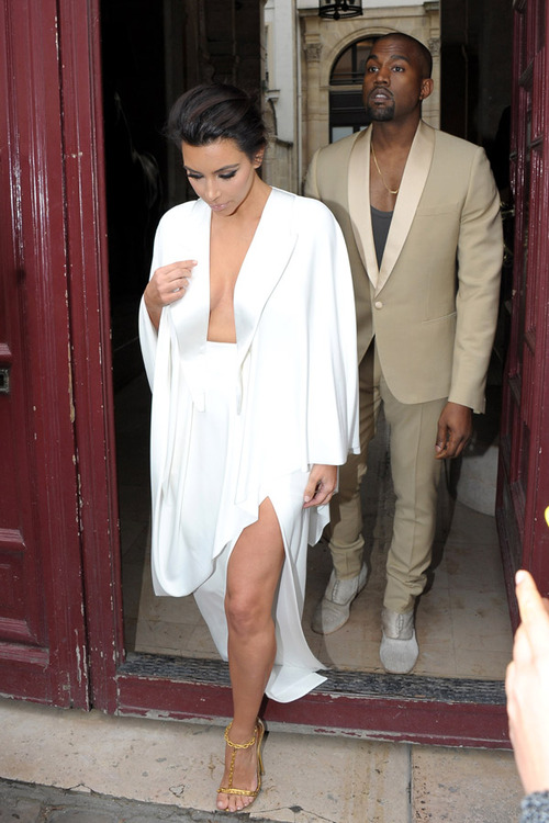 Kim Kardashian and Kanye West head to the Chateau de Versailles to start off their wedding weekend - Part 2 **USA, Australia, New Zealand ONLY**